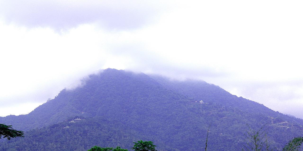 View back to Pura Lempuyang