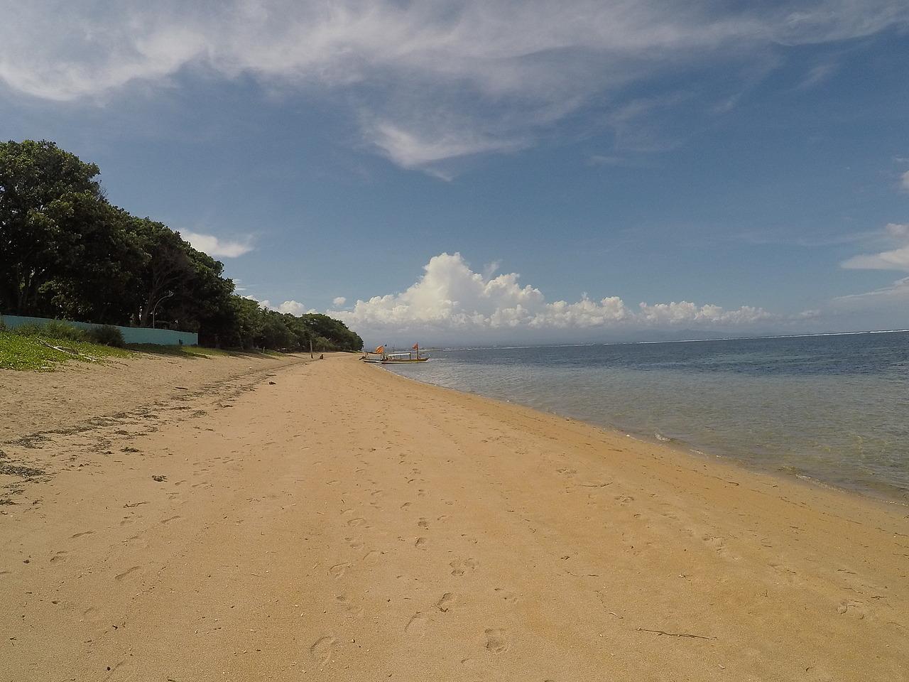 Sanur beach, very quiet.