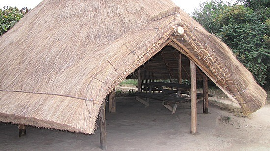 Based on a typical tatched hut style