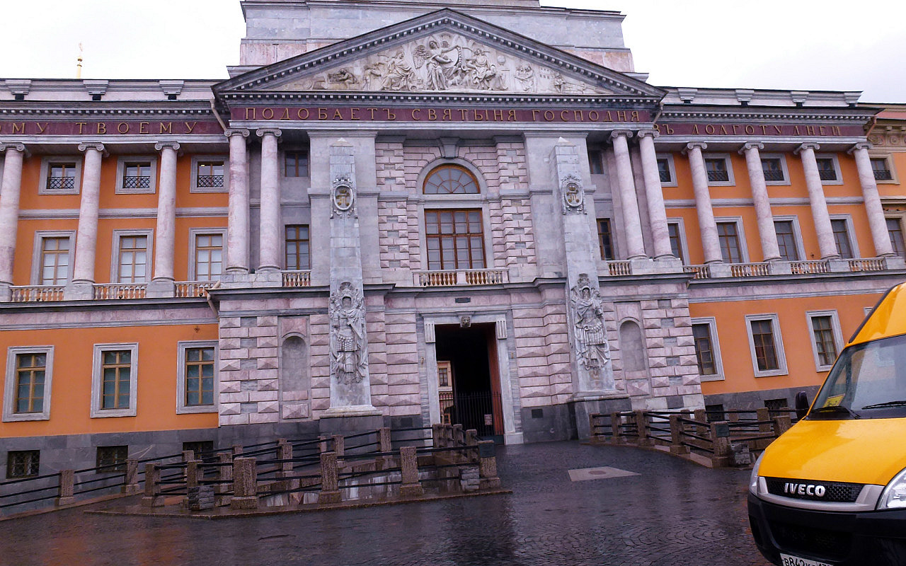 A Walk With Nadya: Absorbing St Petersburg