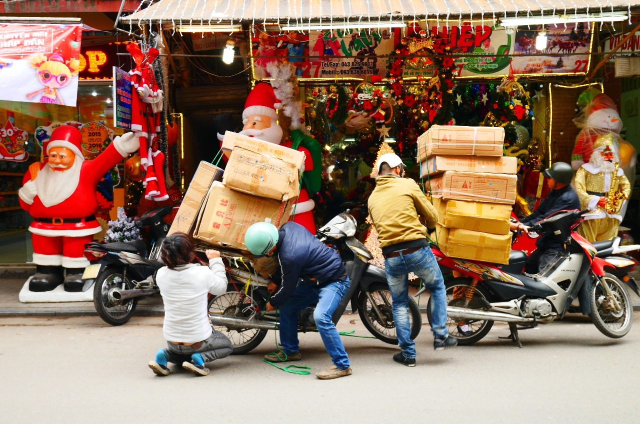 Christmas shopping in Hanoi