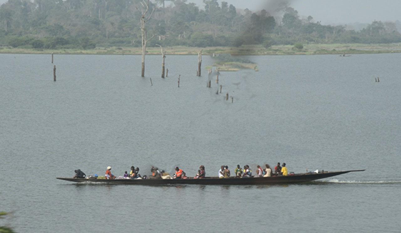 Crossing hydroelectric Lake Buyo