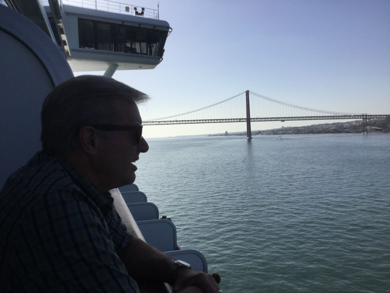 Ponte 25 de Abril Bridge in the background