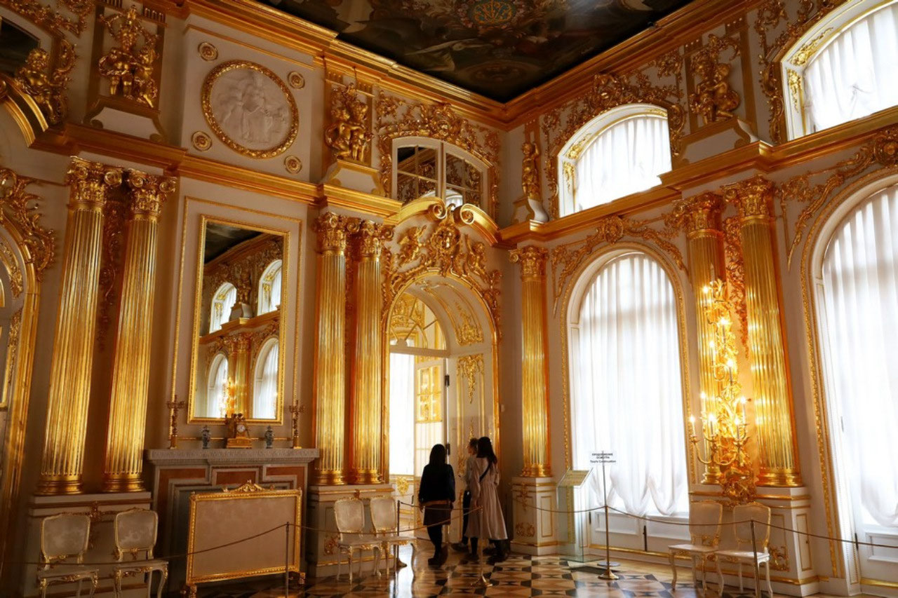 Rooms gilded in gold