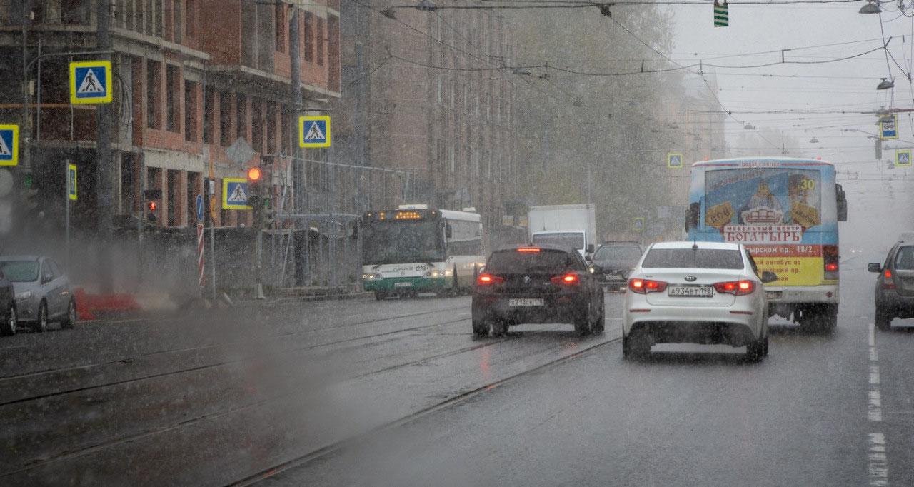 Snow in St. Petersburg on May 3