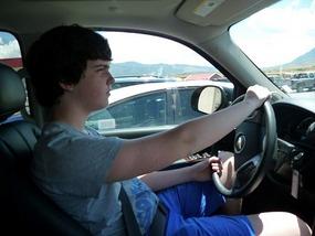 Derk vindt dat hij met 16 auto mag rijden hie