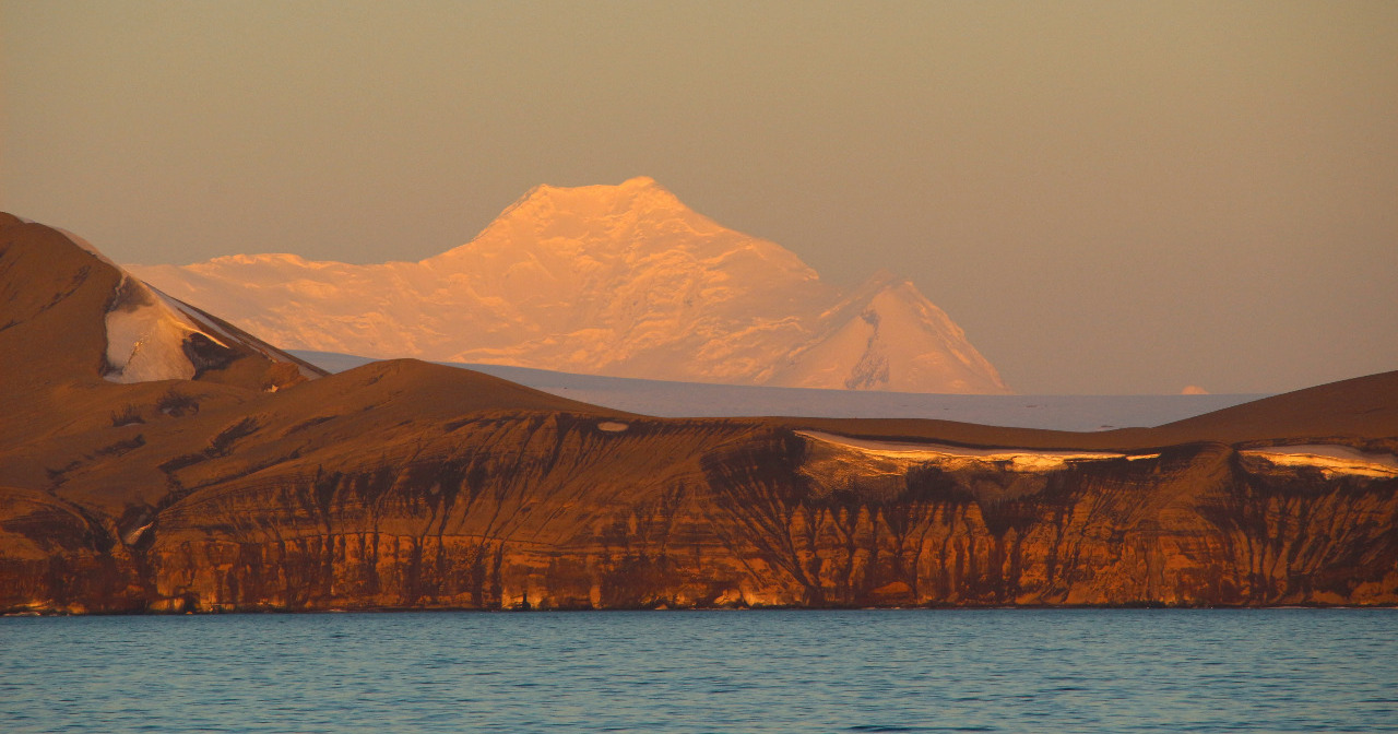 EVENING GLOW at Livingston Island