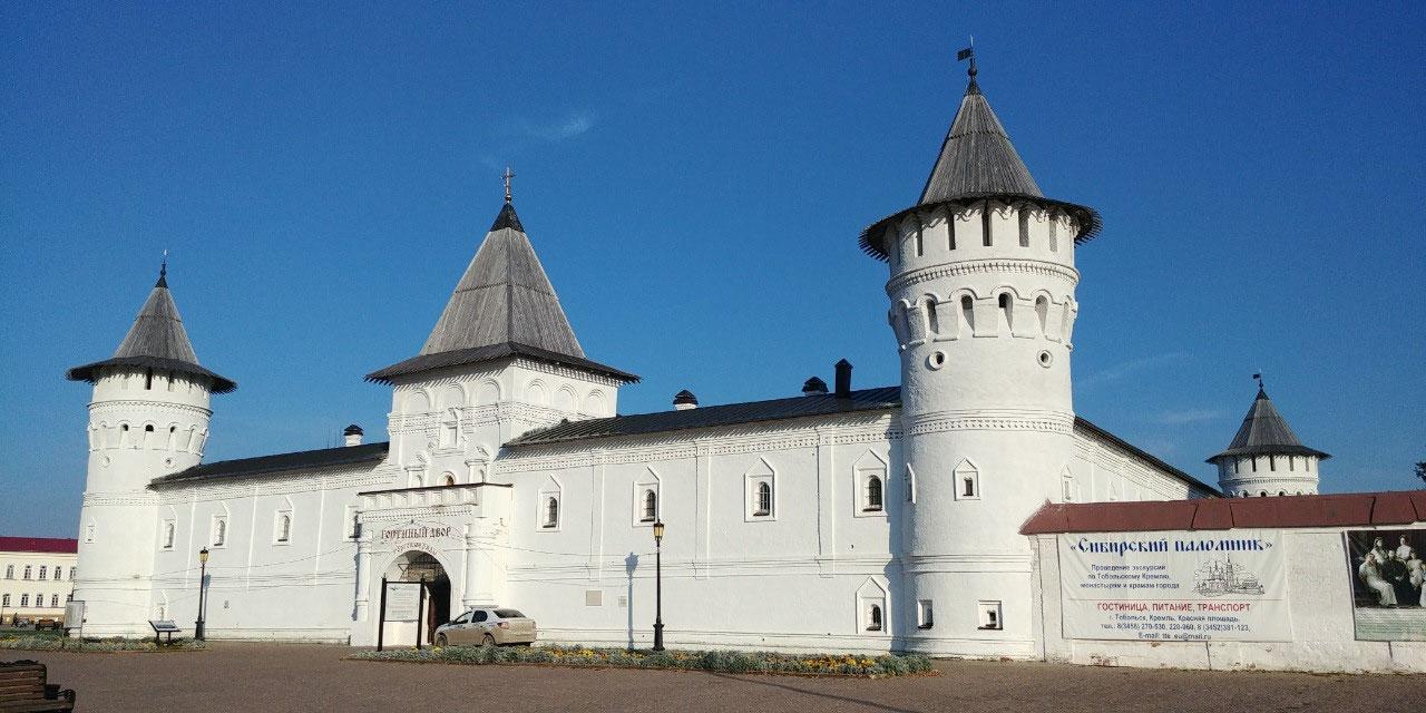 Kremlin entrance into Gostiny Dvor