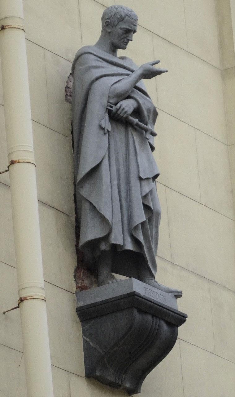 Statue on the wall, Moyka embankment