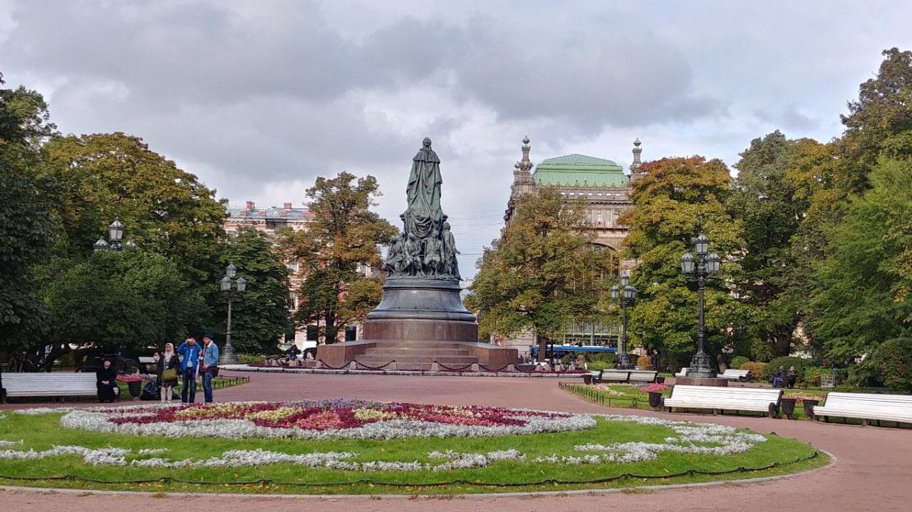 Ostrovsky Square (Yeliseyev Emporeum behind)