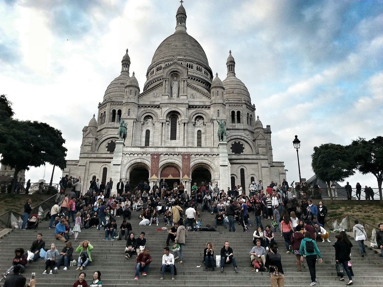 Sacre Couer on the hill - waiting for sunset