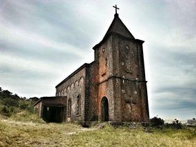 Spooky ol French church, Bokor Mountain