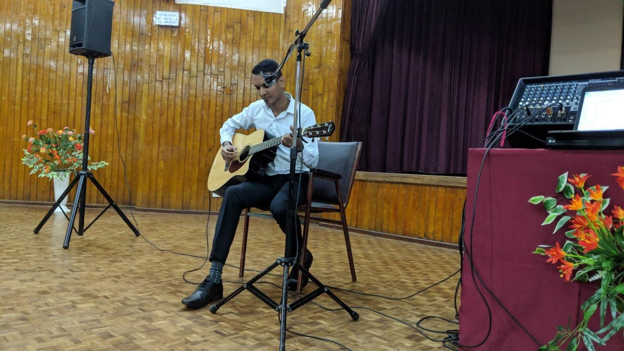 Dan Reckerman playing special music