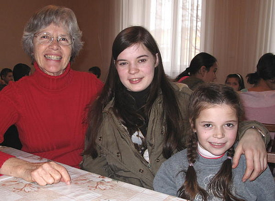 Bev, Edita and her little sister Victoria