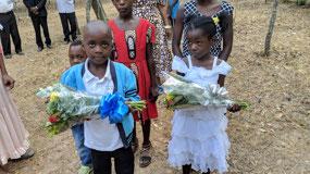 Children greeting us at Verino