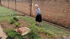 Bev showing Malawi farming skills with mattock