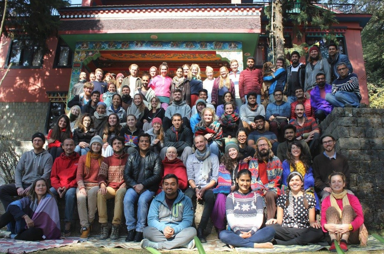 YI team with entire meditation course group.